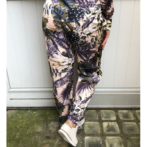 NÜ flower pants