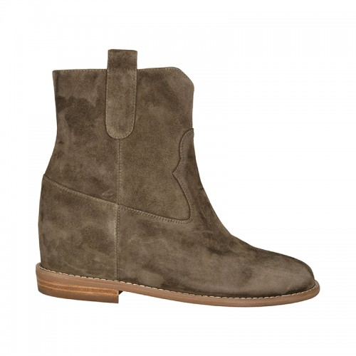Sofie Schnoor boots army